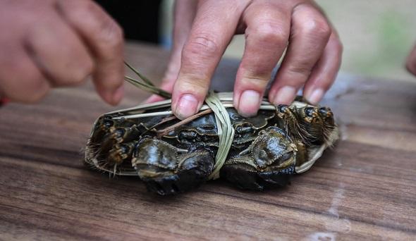 大闸蟹自动捆扎机落地 科技角逐下捆蟹工业化未来可期